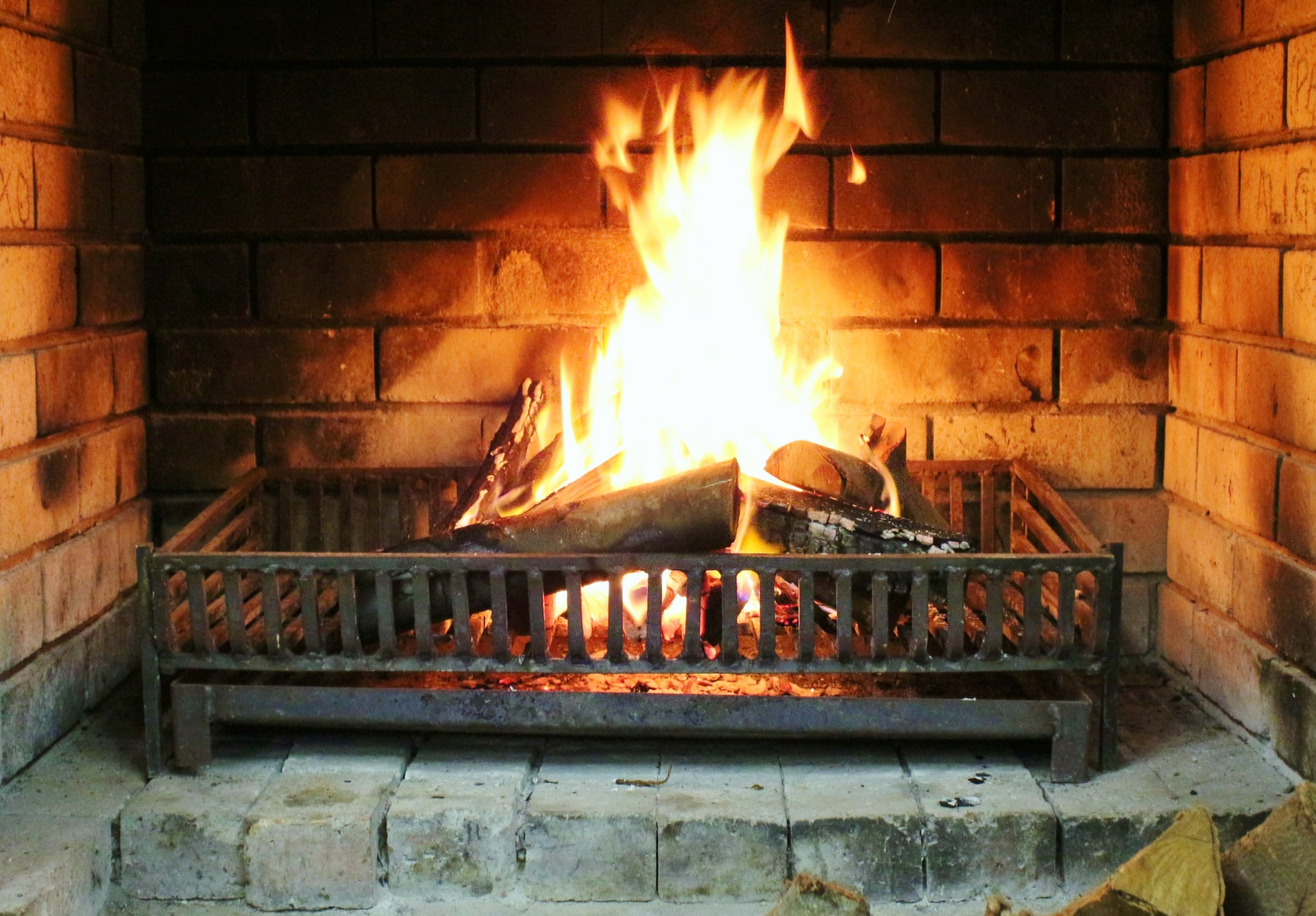 Wisconsin Houses for Sale with Fireplace 159K to 160K